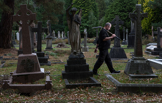 Grave Digger Alan Munnery at the Brookwood Cemetery, Surrey. Picture © Richard Cannon/Country Life Picture Library.