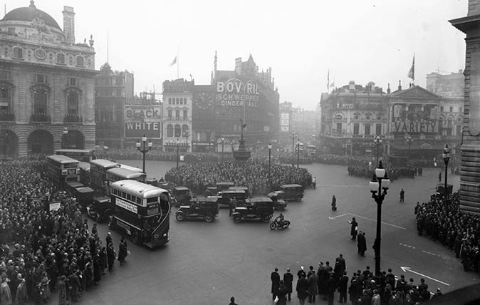 Two minutes silence at Piccadilly Circus, London on Armistice Day. (Photo by General Photographic Agency/Getty Images)