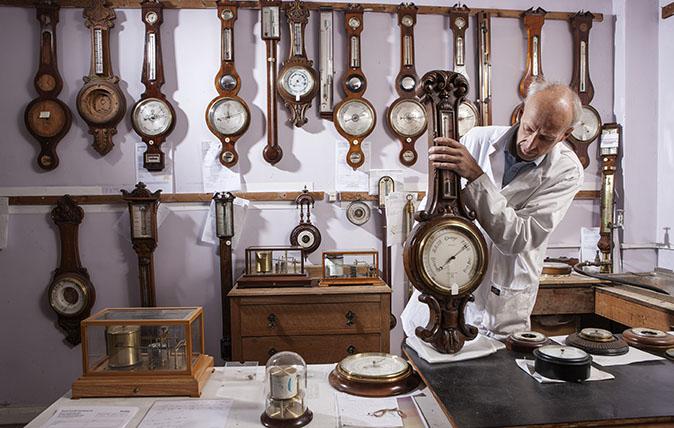 Living National Treasure Barometer maker