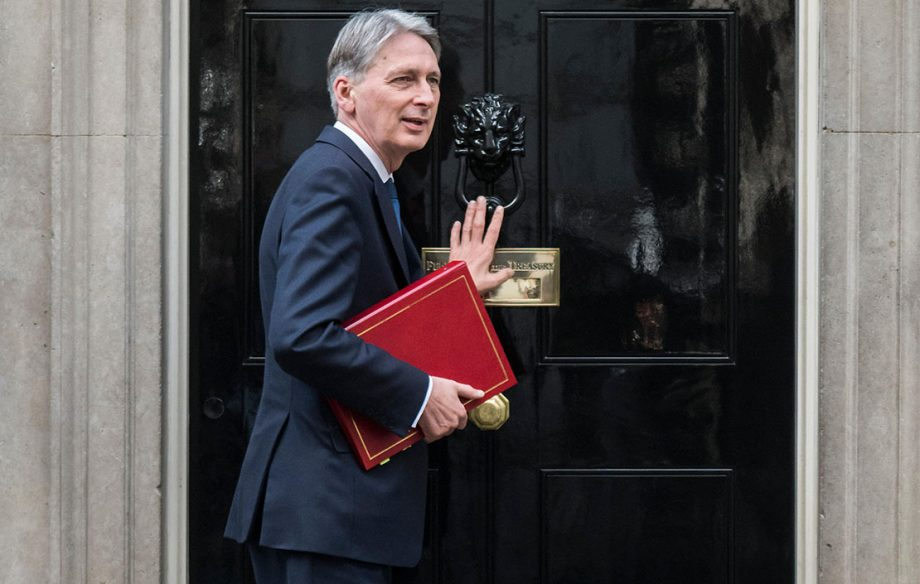 London, UK. 30th October, 2017. Philip Hammond - Knocking on the door of number 10 Downing Street. London 30 Oct 2017. Credit: Guy Bell/Alamy Live News