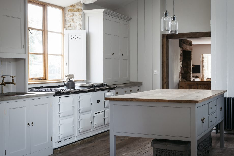 A classic Plain English kitchen design.