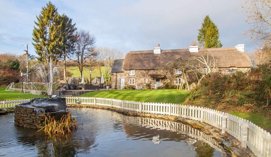 Thatched cottage in Devon - Bickleigh, near Plymouth