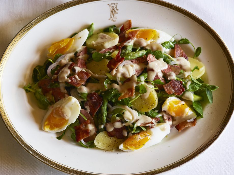 Warm salad with asparagus, bacon and chicken liver