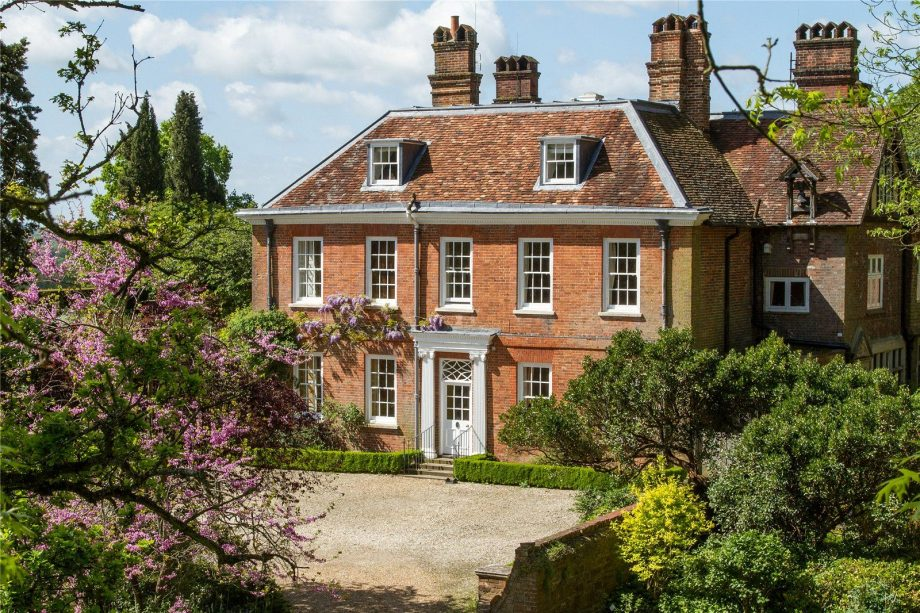Country house for sale in Surrey