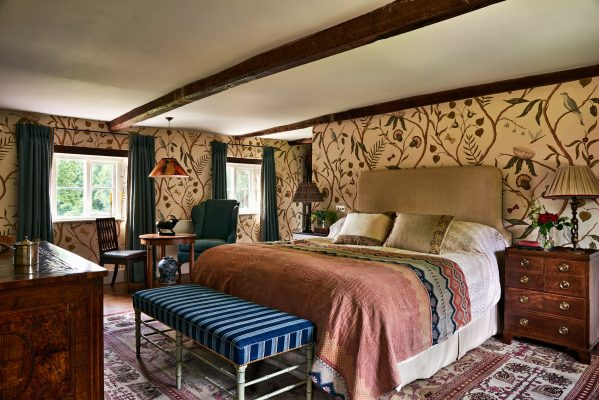 Beautiful Bedrooms How To Tell A Tale With Your Choice Of Antiques Country Life