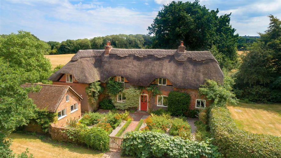 A fairytale cottage comes up for sale in Berkshire with ... Quaint English Cottages