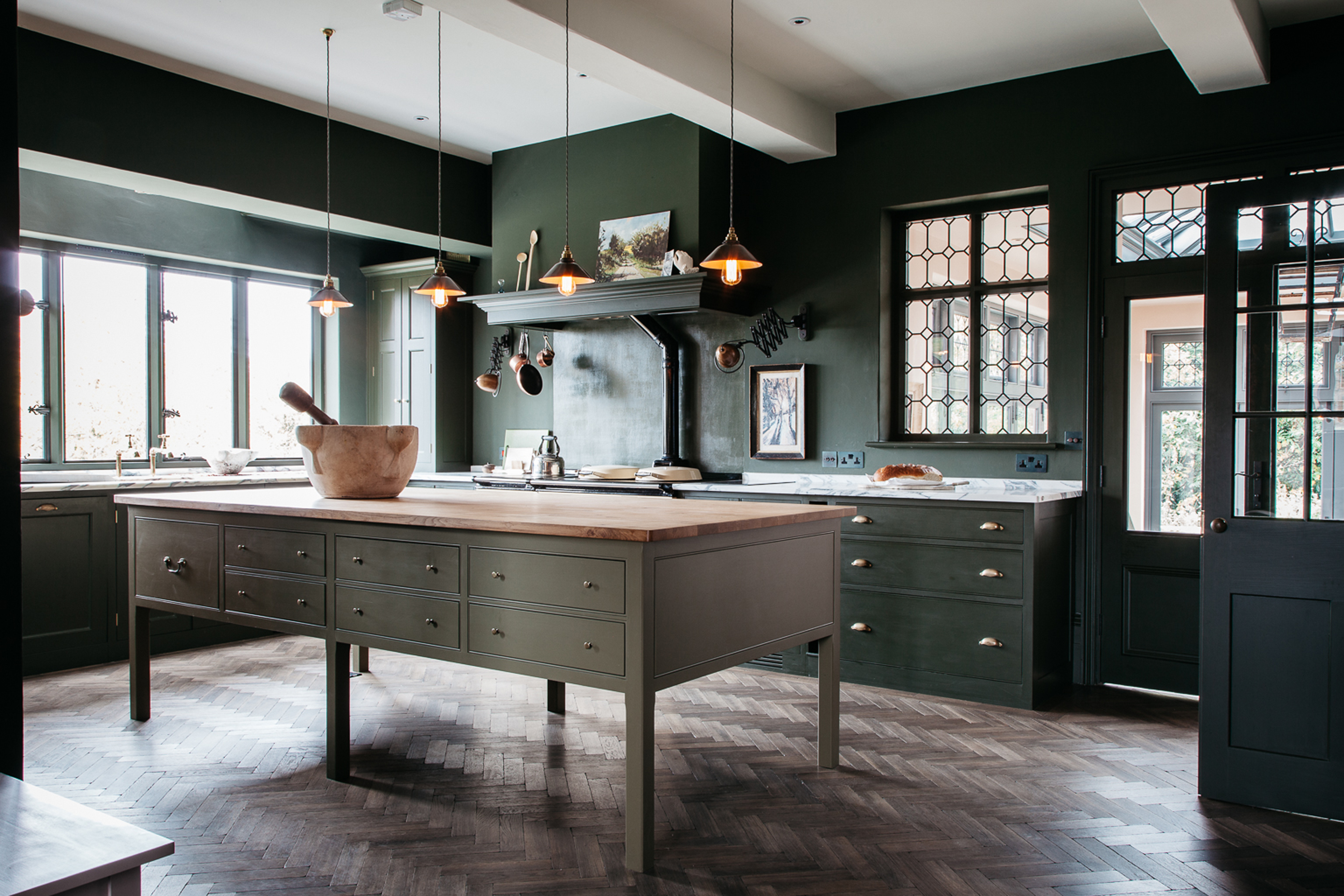 How to transform a Victorian kitchen with bold colour and ...