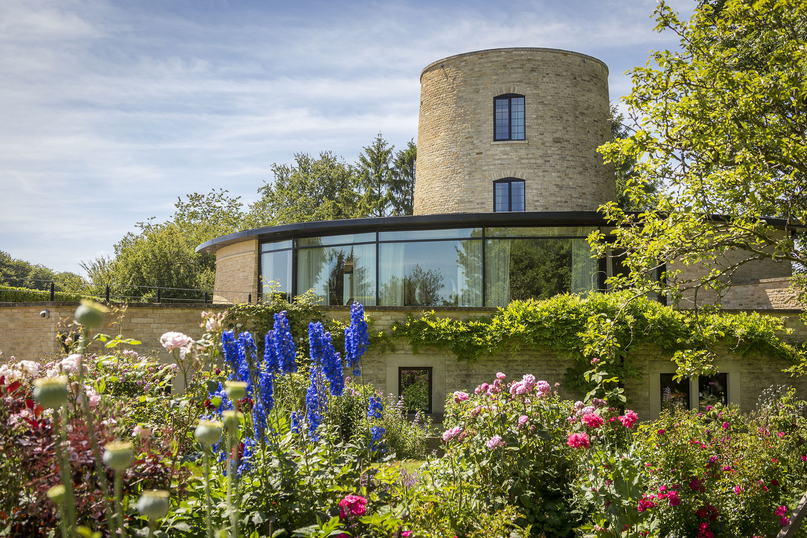 Four homes which show the persistent allure of the curved building