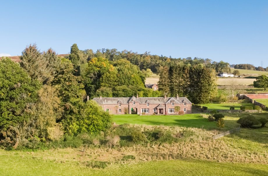 Craigeuan coach house and steading