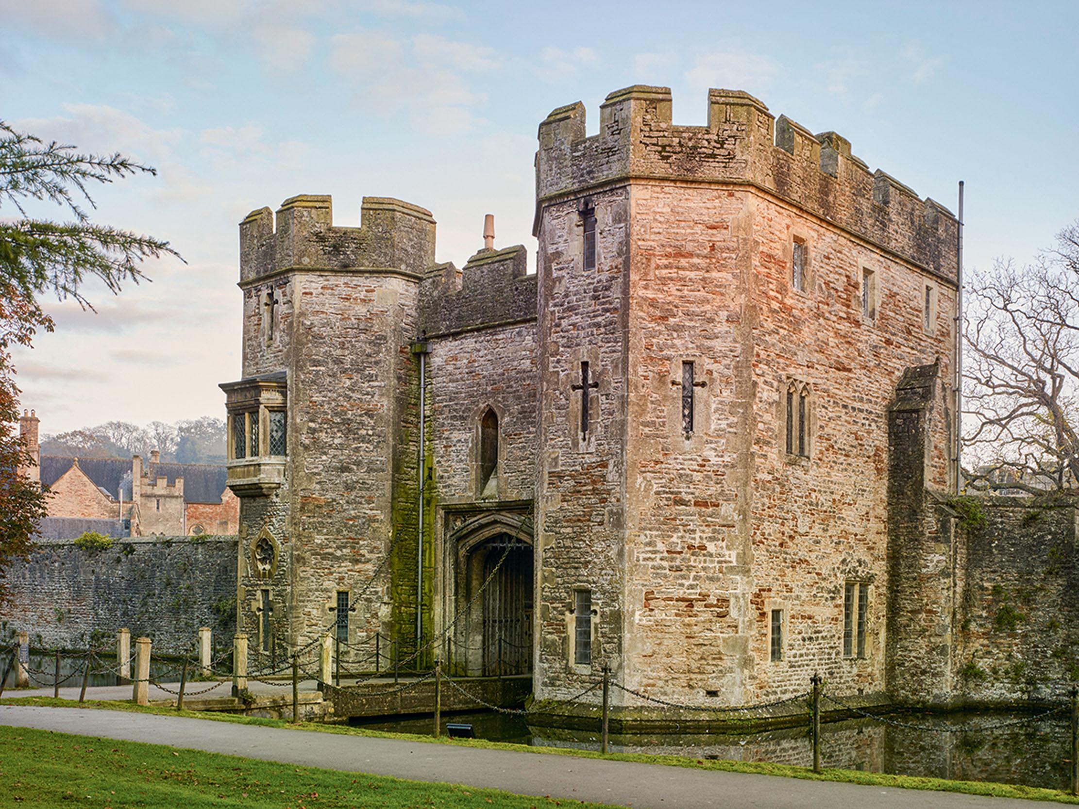Bishop_s-Palace-Credit-Paul-Higham-01_148638702_243546361.jpg