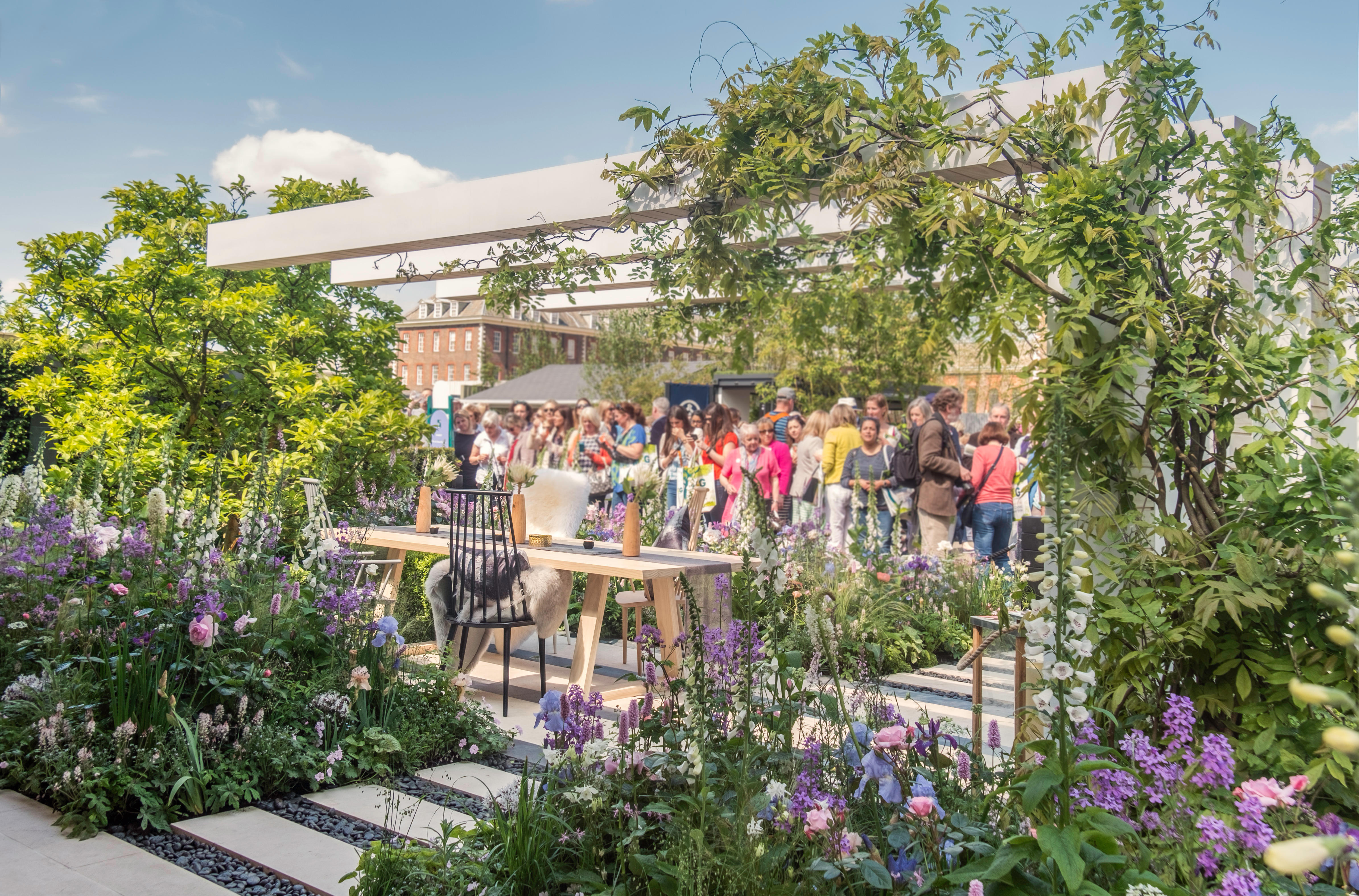 RHS Chelsea Flower Show moved to September for first time in 108 years - Country Life