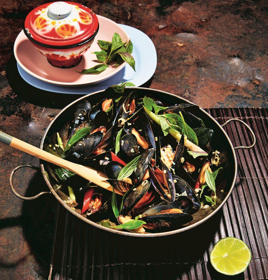 Hoi Mangpu Op Thai mussels