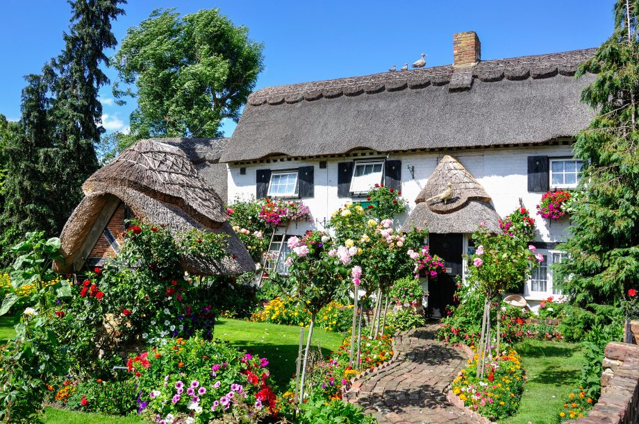 Pretty thatched cottage and garden, Longford Village