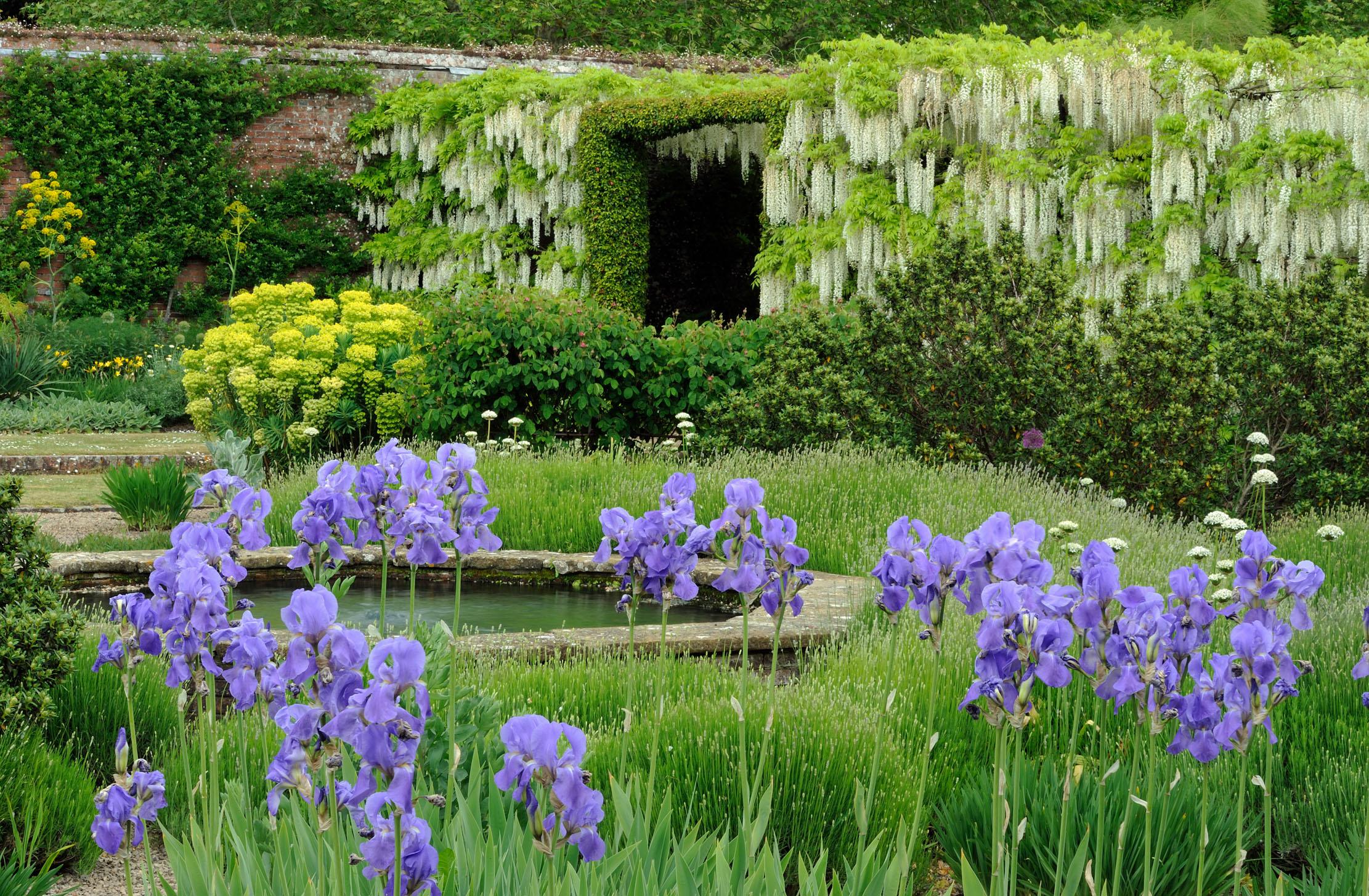 Gardens 4 Non Gardeners  - cover