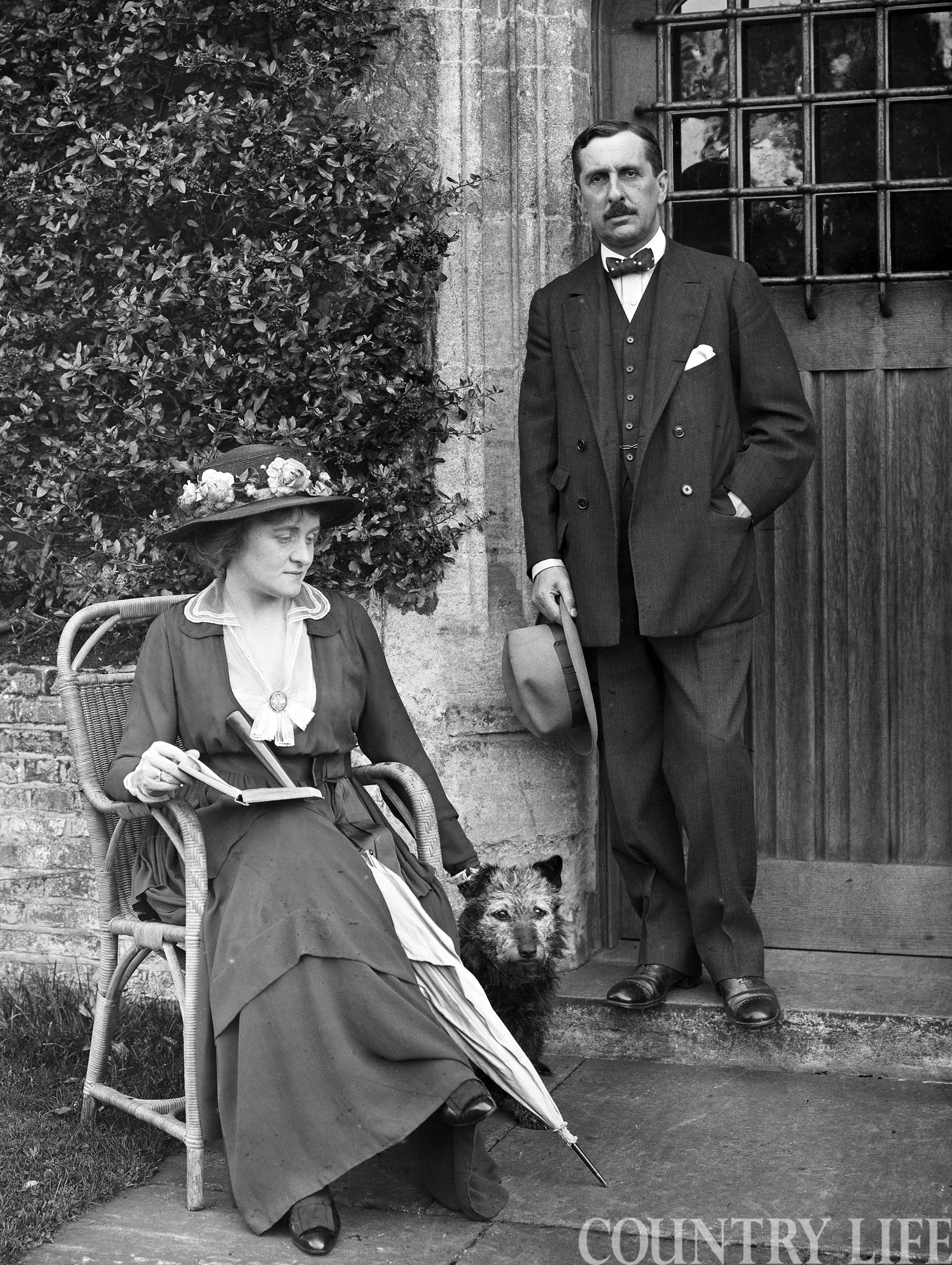 The tale of the couple who gave Chequers to the nation and caught the mood of war-ravaged Britain - Country Life