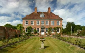 An Oxfordshire mansion that's been a much-loved family home over three generations and five decades 1
