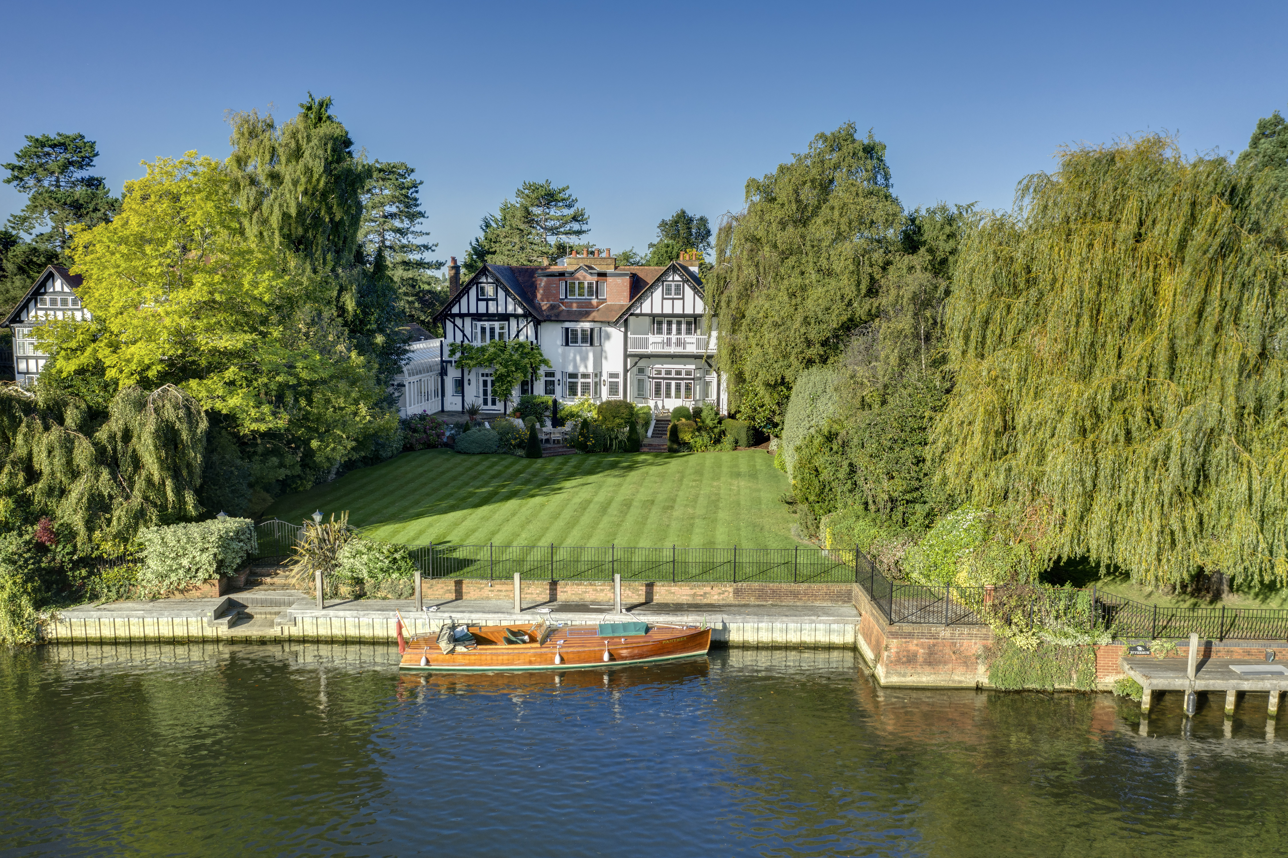 A simply perfect house on the Thames with gardens that run down to the water's edge - Country Life