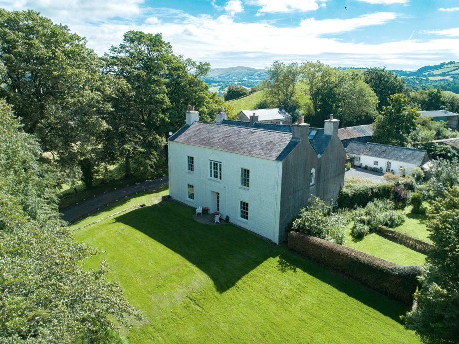 estate for sale: Mandinam, Llangadog