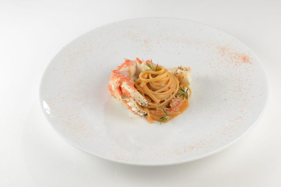 Linguine pasta with crab meat