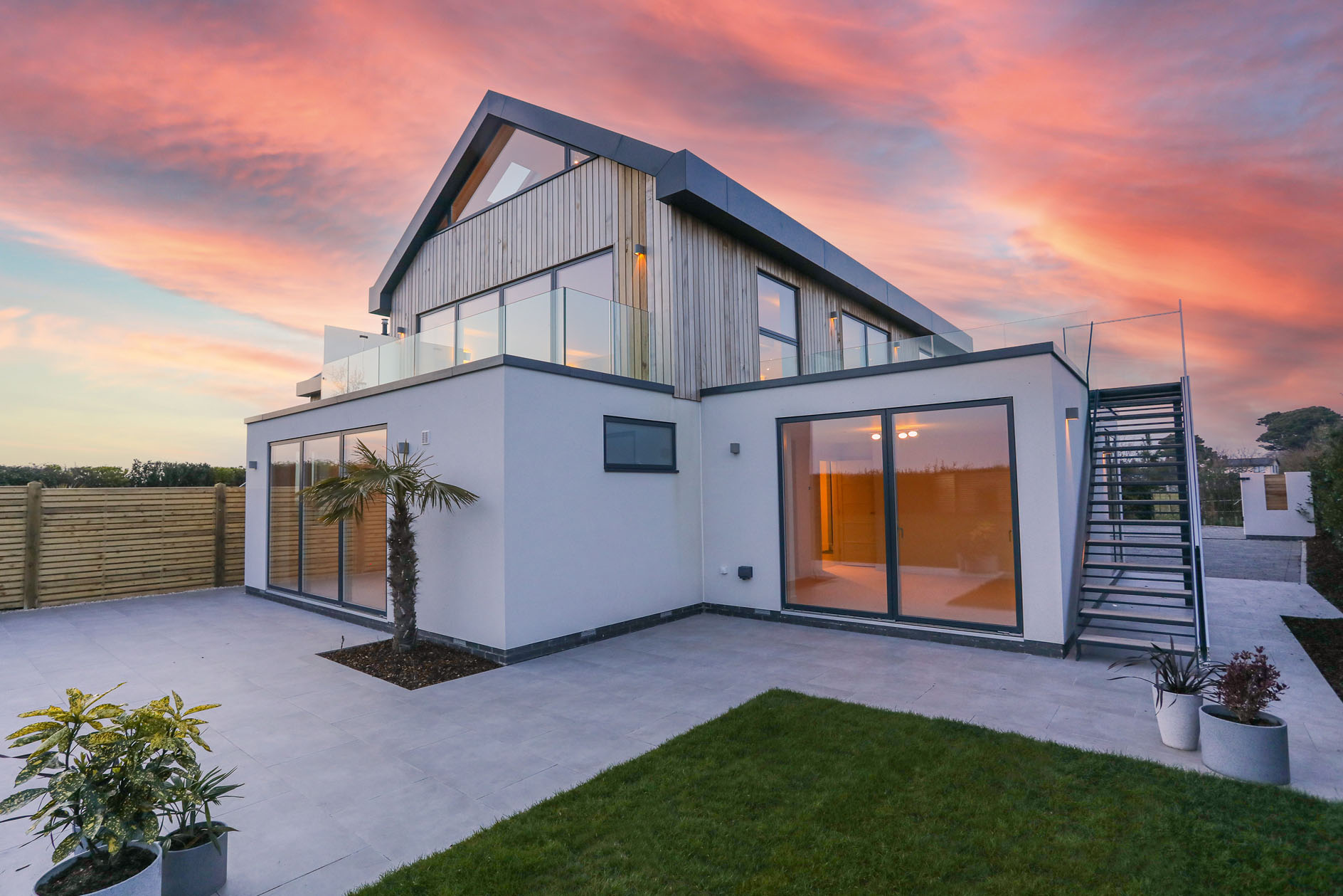 A stunning contemporary home in West Wittering with plenty of elegance and charm, just 500 metres from the famous beach - Country Life