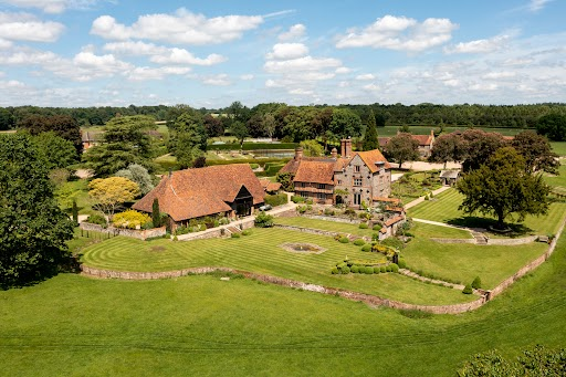 A grand estate in the Chiltern Hills with over 477 acres, 11 additional properties and a cool £30 million price tag - Country Life